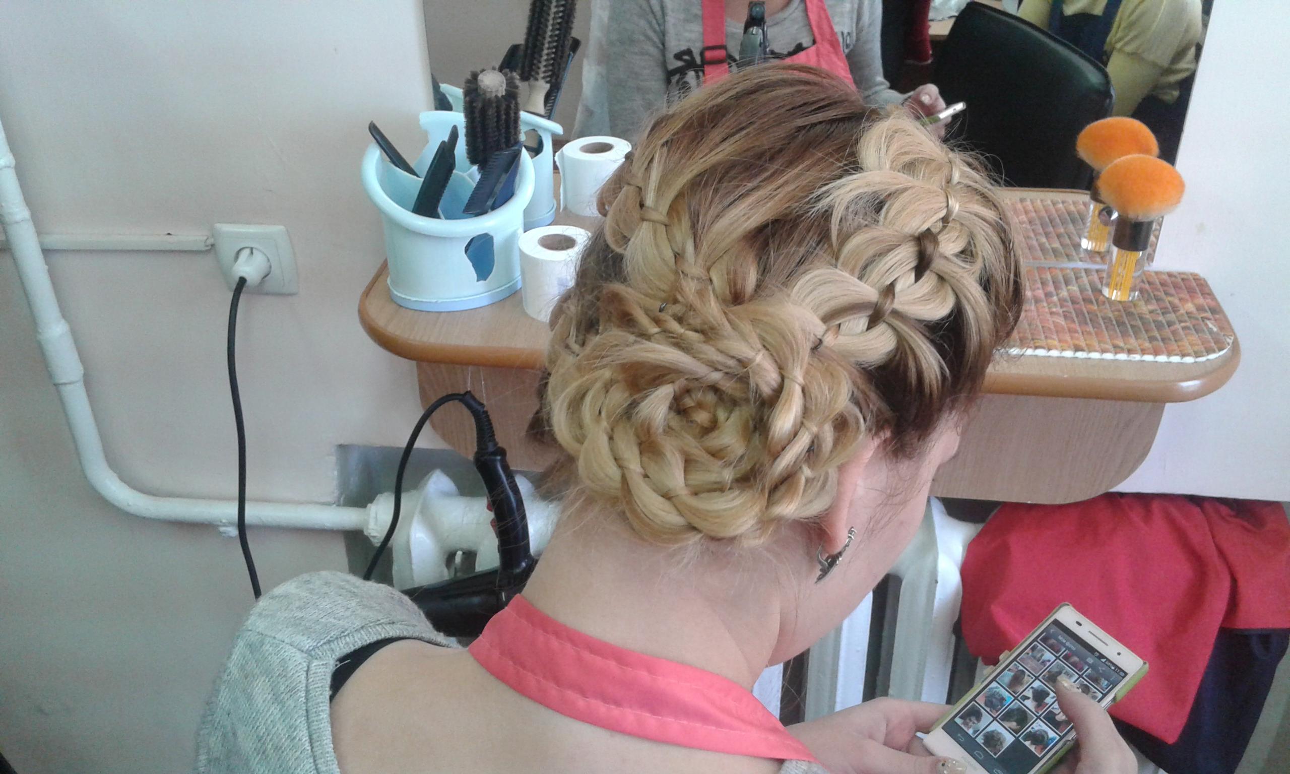 Парикмахерская плетение кос